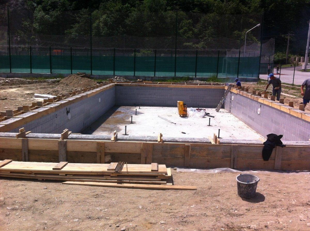Constructia piscinei clasic brezoi valcea hotel class for Constructii piscine romania