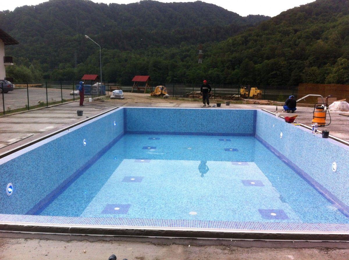 Constructia piscinei clasic brezoi valcea hotel class for Constructii piscine