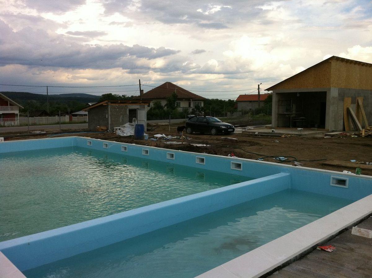 Constructia piscinei clasic meris mehedinti for Constructii piscine