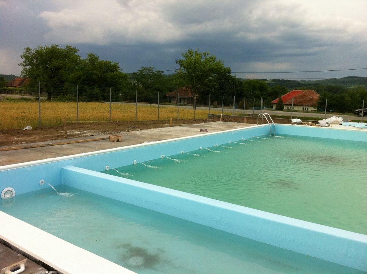 Constructia piscinei clasic meris mehedinti for Constructii piscine romania
